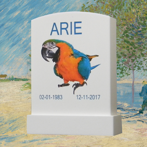 Huisdier gedenken met klein grafsteentje van gips