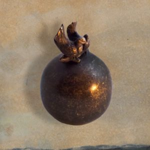 Mini urn van brons met 2 duiven inhoud is 0,05 liter