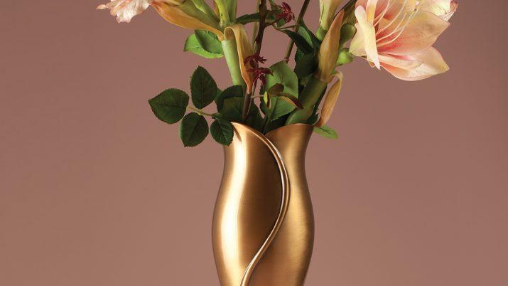 Brons vaas met bloemen