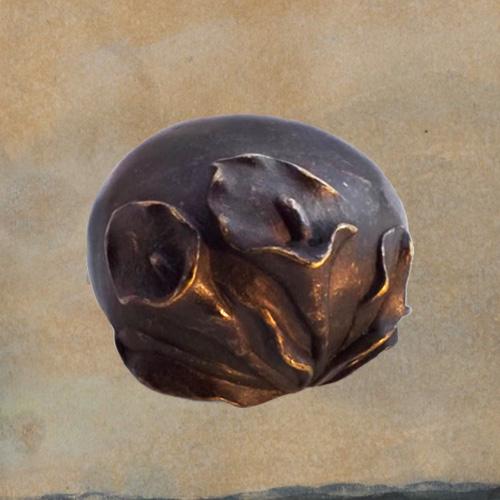 Mini urn brons met Aronskelk