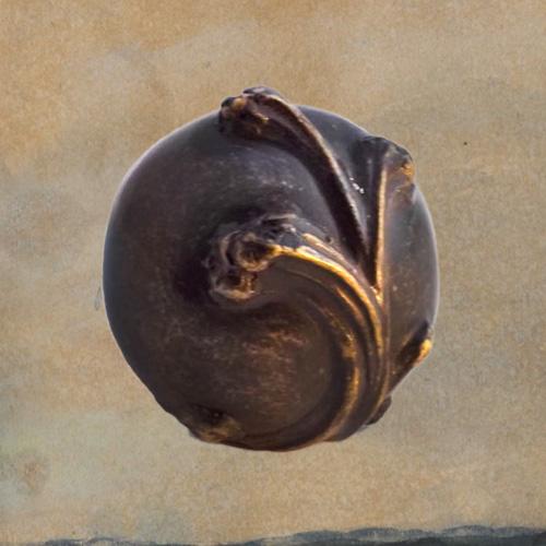 Mini urn van brons met golf