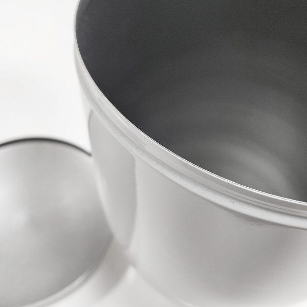 Binnenkant van een metalen urn van 3.5 liter
