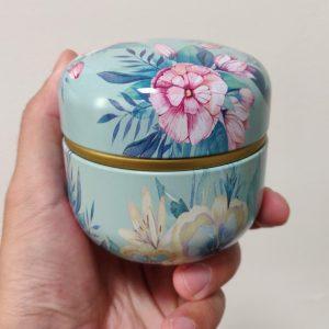 Mini Urn Rond Aluminium Met Bloemen Deksel om neer te zetten