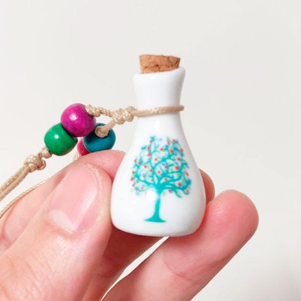 Kleine Mini Urn Van Keramiek Met Kurk Met Levensboom Ketting